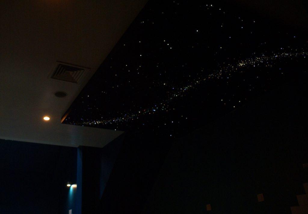 luxe badkamer sterrenhemel plafond verlichting glasvezel led ideen voorbeeld.JPG