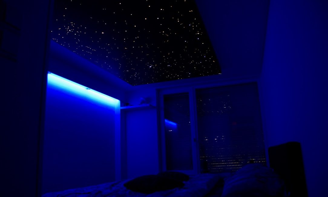 sternenhimmel schlafzimmer decke led fazern optisch mycosmos. Black Bedroom Furniture Sets. Home Design Ideas