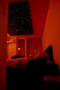 led verlichting plafond Sterrenhemel romantisch slaapkamer design realistisch verlaagd