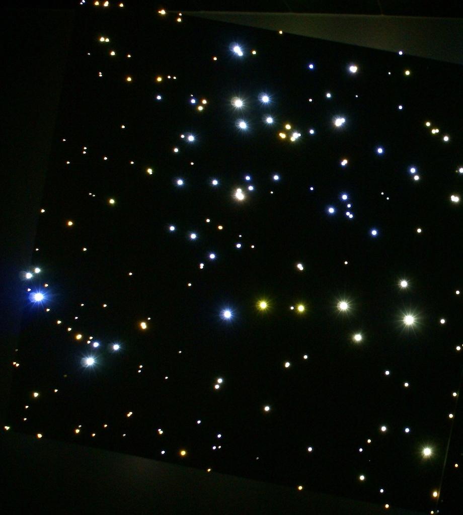Sterrenhemel verlichting plafond badkamer LED glasvezel luxe interieur ideen sfeer inspiratie