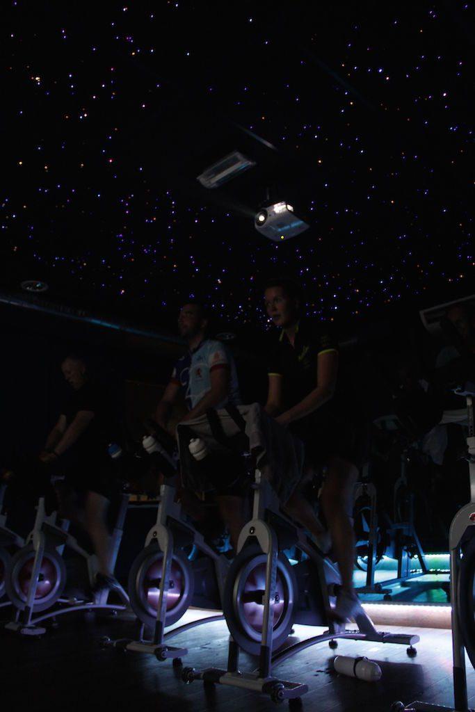 Sterrenhemel Verlichting Plafond LED glasvezel horeca inspiratie woon ideeen licht show muziek spinningruimte rgb