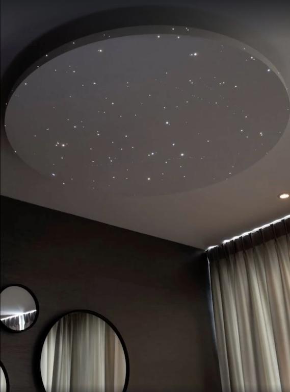 Zwevend Plafond sterrenhemel plafond verlichting led glasvezel slaapkamer badkamer romantisch ideen voorbeeld luxe mycosmos