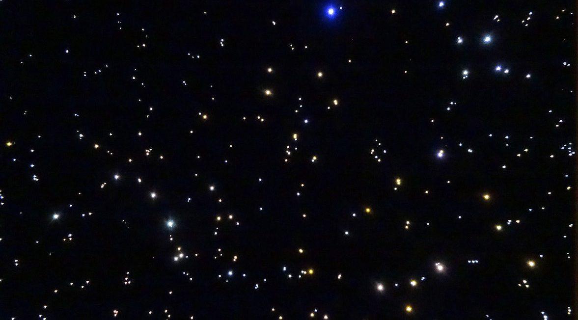 Sterrenhemel plafond verlichting LED glasvezel slaapkamer romantisch ideen constellaties voorbeelden afbeeldingen