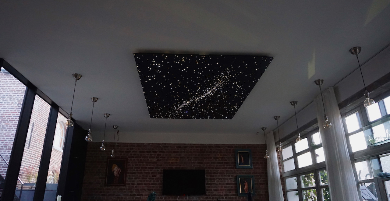 led sterrenhemel plafond verlichting MyCosmos tv woonkamer glasvezel sterren hemel