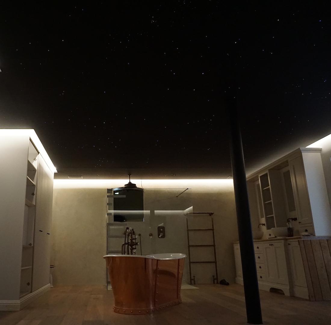 mycosmos sterrenhemel plafond verlichting led sterrenplafond mooie slaapkamer luxe badkamer glasvezel melkweg suite