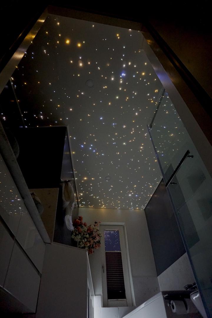 mycosmos sterrenplafond LED verlichting glasvezel sterrenhemel plafond spots strip luxe badkamer docuhe wc