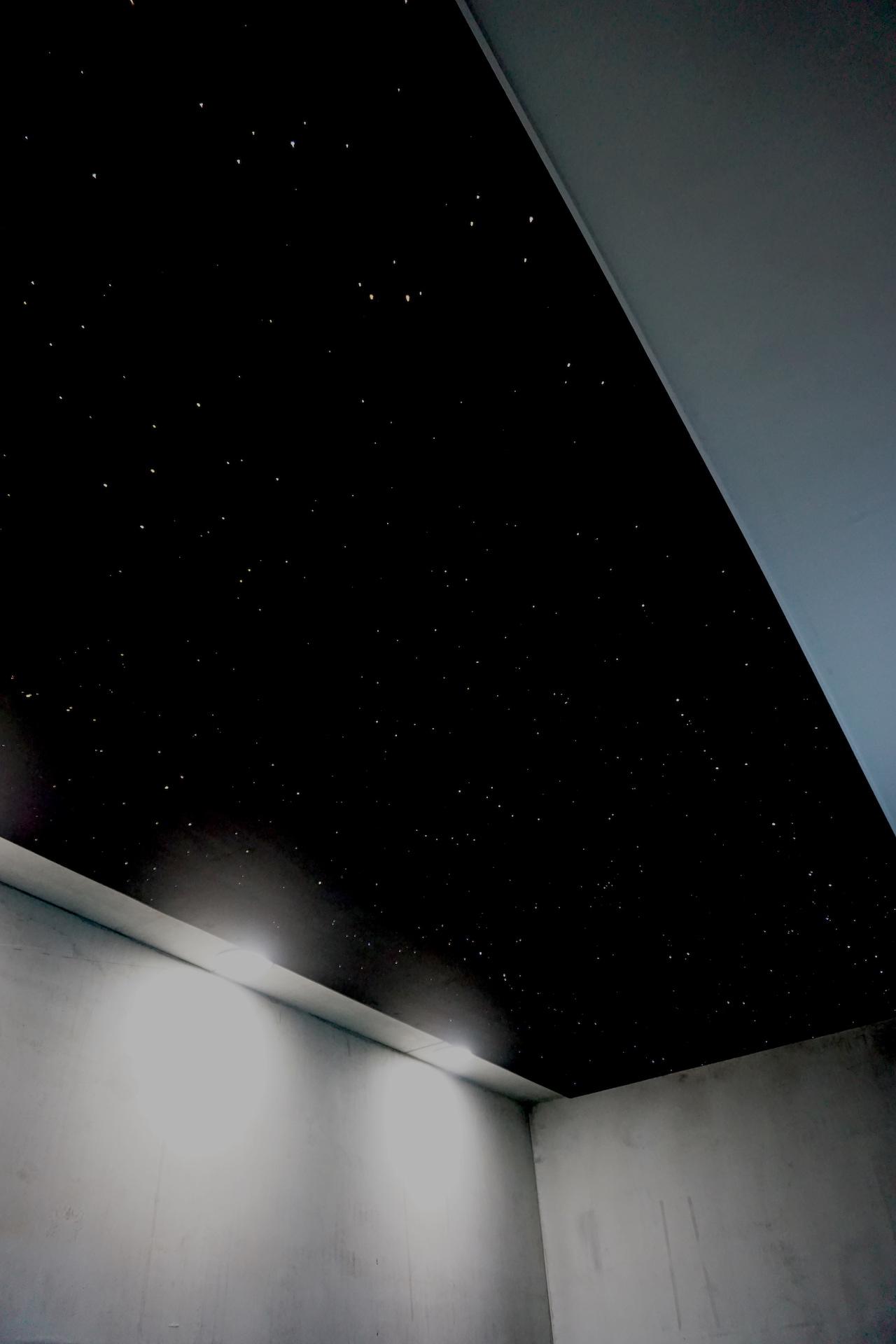 plafond étoilé chambre ciel etoile fibre optic led salle de bain sauna spa piscine mycosmos voies lactées etoiler etoiles filantes voie lactee photos image
