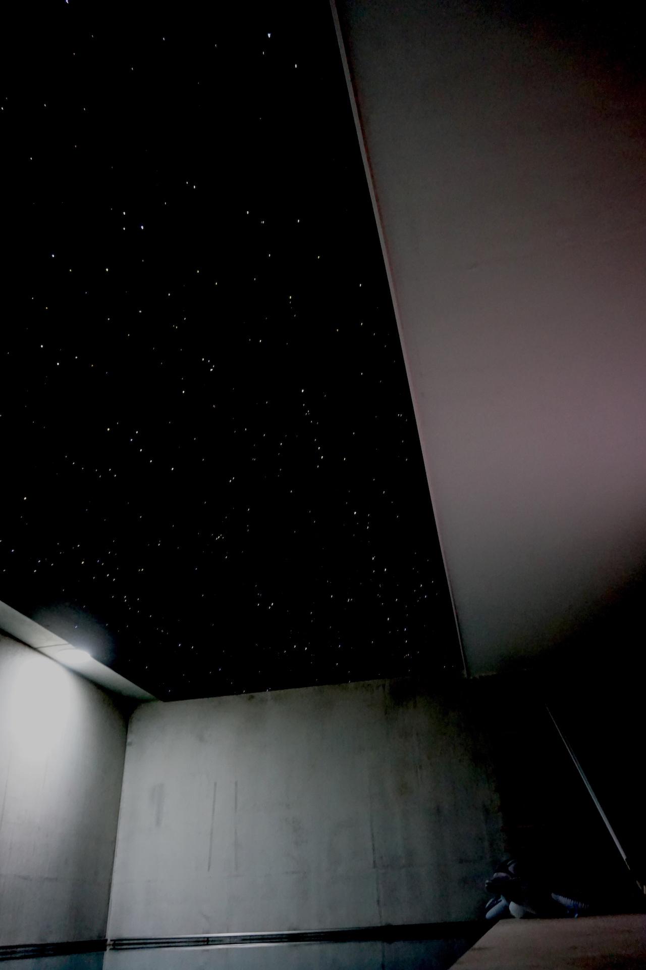 sterrenhemel jacuzzi verlichting zwembad plafond led glasvezel MyCosmos techniek licht sterren wellness pool