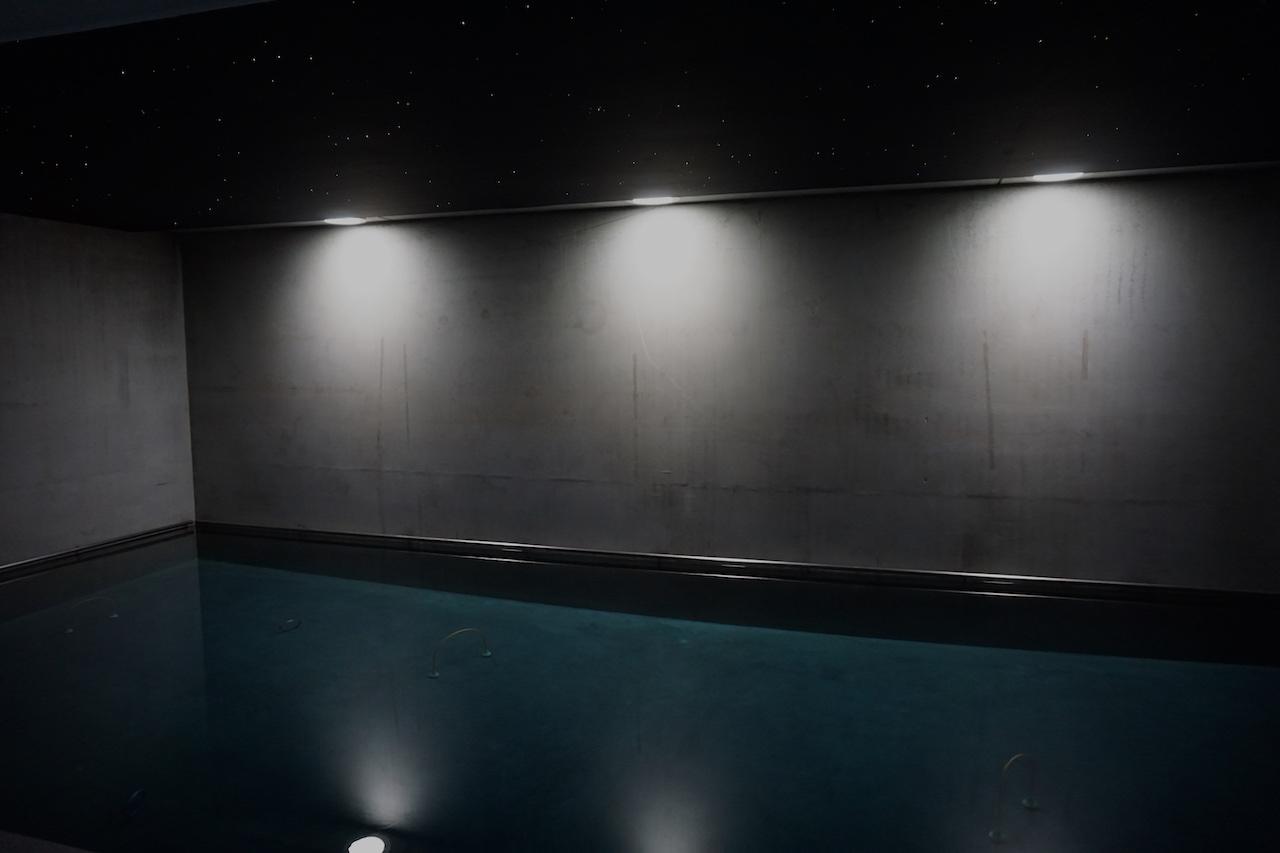 zwembad sterrenhemel plafond verlichting LED MyCosmos glasvezel techniek licht sterren wellness pool jacuzzi