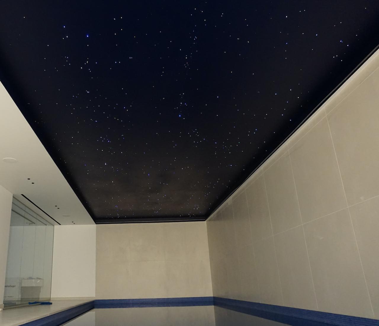 zwembad sterrenhemel plafond mycosmos verlichting glasvezel led
