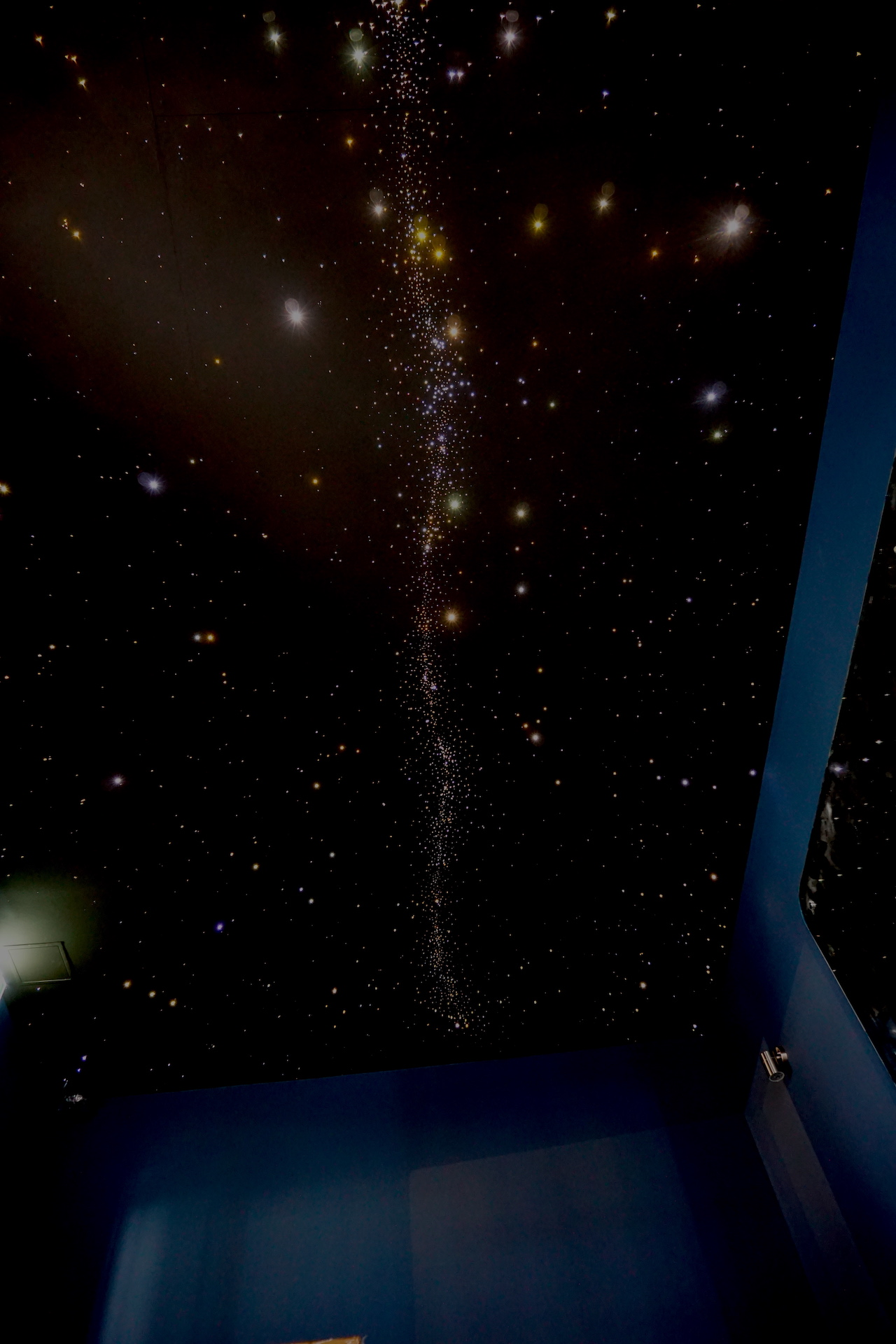 MyCosmos glasvezel LED sterren verlichting plafond sterrenhemel luxe parijs cafe iguana melkweg ideeen voorbeeld